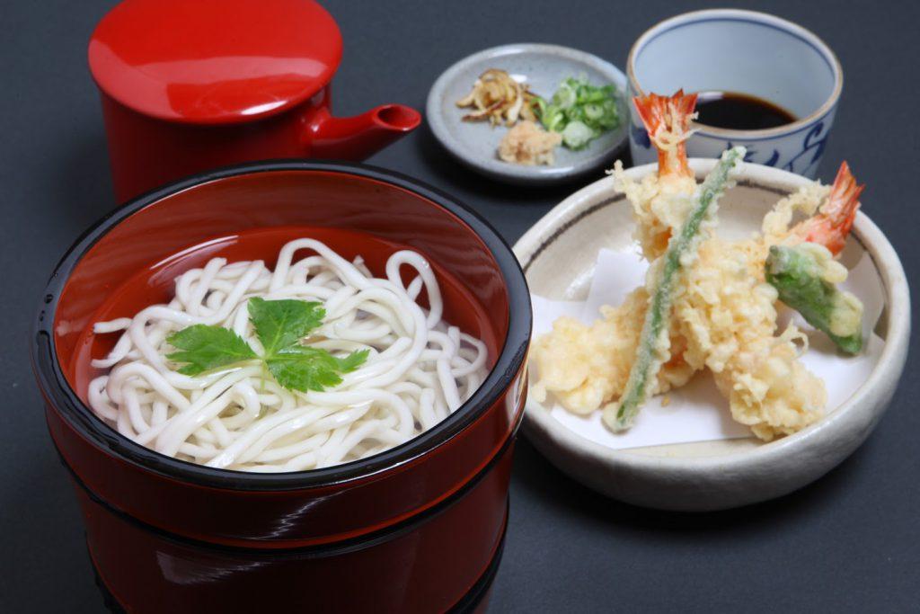 「天釜揚げ」 1,860円 活車えび二尾の天ぷらが付いた釜揚げです。