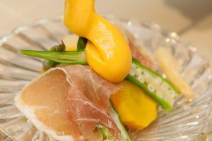 夏野菜と生ハムの黄身酢掛け